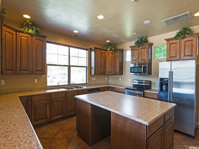 Additional photo for property listing at 1002 ALLINGTON Drive 1002 ALLINGTON Drive North Salt Lake, Utah 84054 Estados Unidos