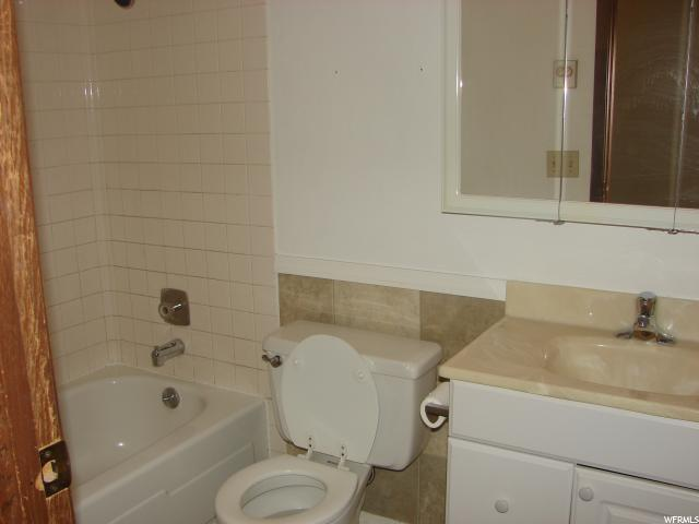 Additional photo for property listing at 285 W 300 N 285 W 300 N Orangeville, Юта 84537 Соединенные Штаты