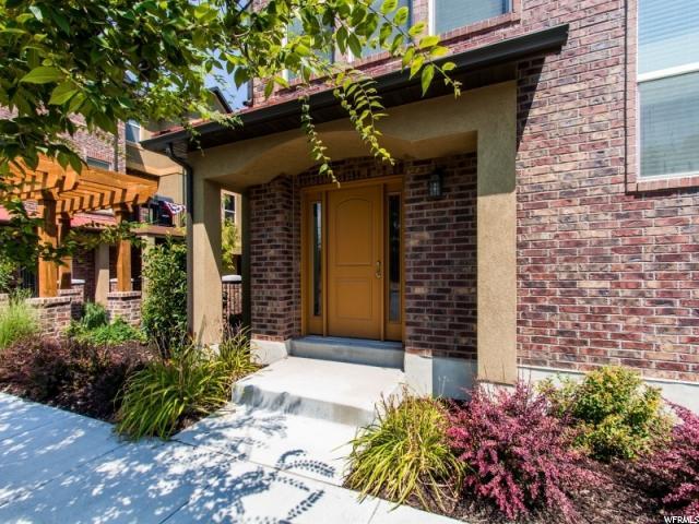 Casa unifamiliar adosada (Townhouse) por un Venta en 717 W KIRKBRIDE 717 W KIRKBRIDE South Salt Lake, Utah 84119 Estados Unidos