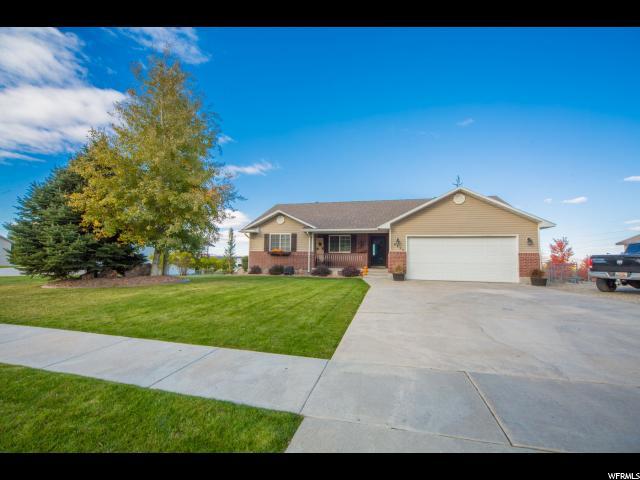 Unique la famille pour l Vente à 6935 N 2350 W 6935 N 2350 W Honeyville, Utah 84314 États-Unis