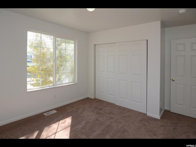 Additional photo for property listing at 2416 W 1275 N 2416 W 1275 N Layton, Utah 84041 États-Unis