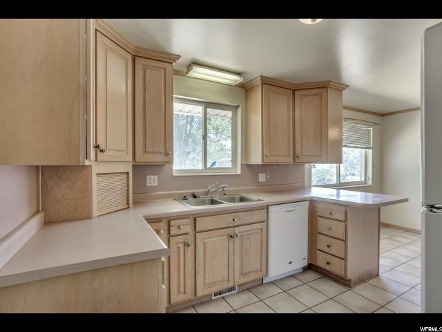 Additional photo for property listing at 3820 S 7040 W 3820 S 7040 W West Valley City, Utah 84128 Estados Unidos