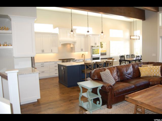 8002 S OAKWOOD VISTA CV Sandy, UT 84093 - MLS #: 1486417