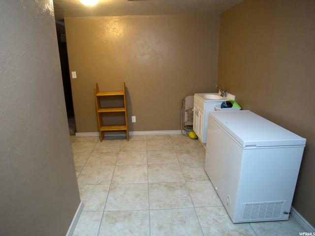 Additional photo for property listing at 331 W 300 N 331 W 300 N Richfield, 犹他州 84701 美国