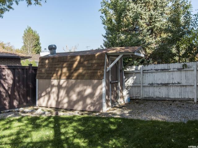 Additional photo for property listing at 3371 W 6880 S 3371 W 6880 S West Jordan, Utah 84084 États-Unis