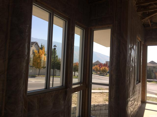 Additional photo for property listing at 1403 E SEGO LILY Drive 1403 E SEGO LILY Drive Sandy, Utah 84092 États-Unis