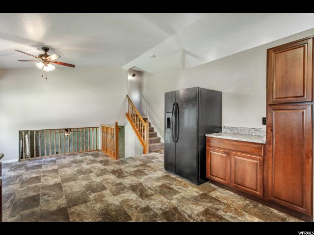 Additional photo for property listing at 872 W 1220 N 872 W 1220 N Clinton, Utah 84015 Estados Unidos