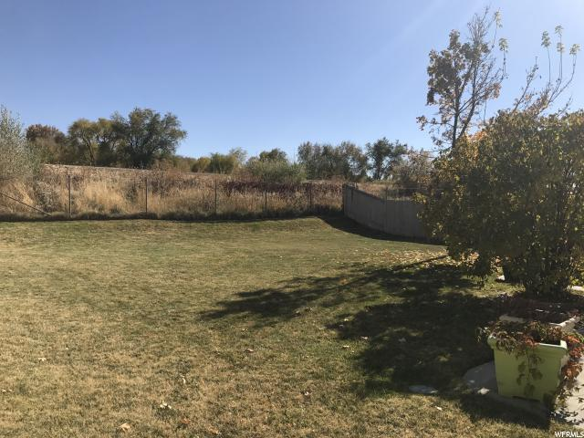 Additional photo for property listing at 4430 S 2750 W 4430 S 2750 W Roy, Utah 84067 États-Unis