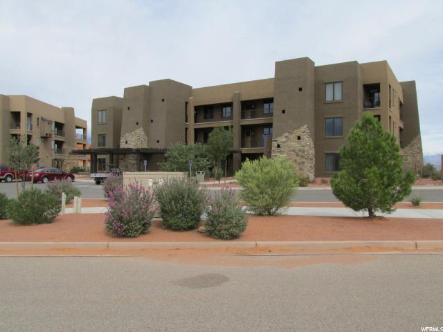 Casa unifamiliar adosada (Townhouse) por un Venta en 5260 W VILLAS 5260 W VILLAS Unit: 3-301 Hurricane, Utah 84737 Estados Unidos