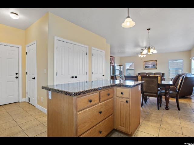 Additional photo for property listing at 203 E 900 S 203 E 900 S Salem, 犹他州 84653 美国