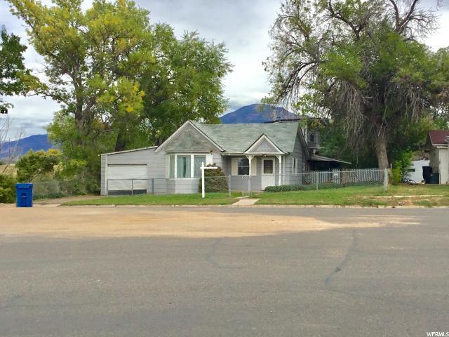Unique la famille pour l Vente à 100 E CENTER Street 100 E CENTER Street Fillmore, Utah 84631 États-Unis