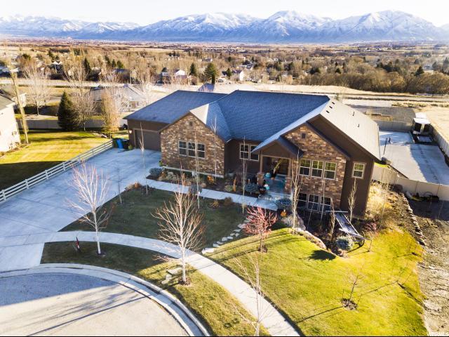 单亲家庭 为 销售 在 186 N REDSLIDE Circle 186 N REDSLIDE Circle Wellsville, 犹他州 84339 美国