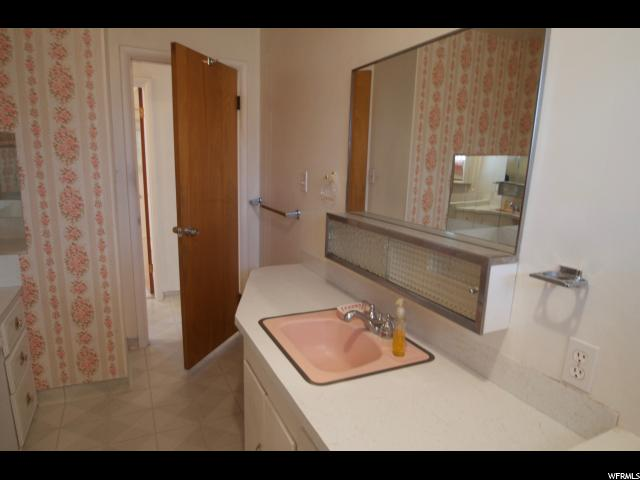 Additional photo for property listing at 626 E 4300 S 626 E 4300 S South Ogden, Utah 84403 United States