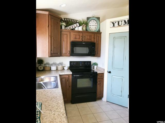 Additional photo for property listing at 6664 S 6900 W 6664 S 6900 W Myton, Utah 84052 États-Unis
