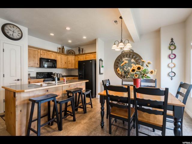 Additional photo for property listing at 264 S 910 W 264 S 910 W Pleasant Grove, Utah 84062 Estados Unidos