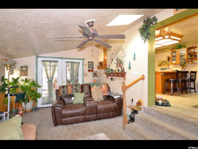 Additional photo for property listing at 4505 S 2300 W 4505 S 2300 W Roy, Utah 84067 États-Unis