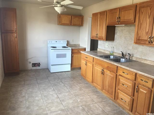 Additional photo for property listing at 555 N 900 W 555 N 900 W Orem, Юта 84057 Соединенные Штаты