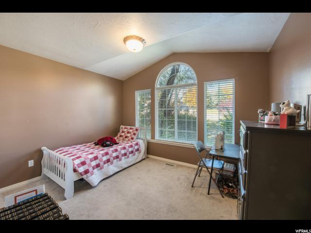 Additional photo for property listing at 1444 E 2400 N 1444 E 2400 N Layton, Utah 84040 États-Unis