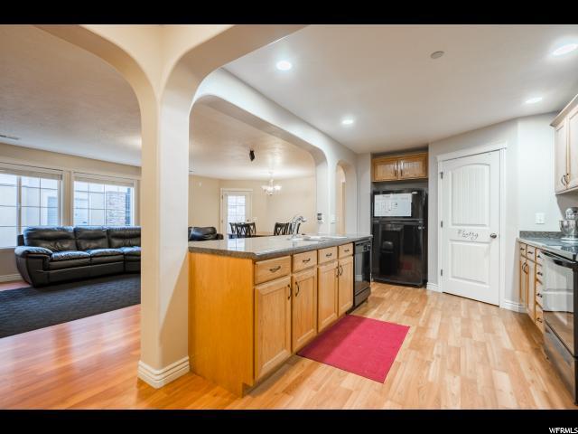 共管式独立产权公寓 为 销售 在 167 N ROMNEY Lane 167 N ROMNEY Lane Unit: U202 Pleasant Grove, 犹他州 84062 美国