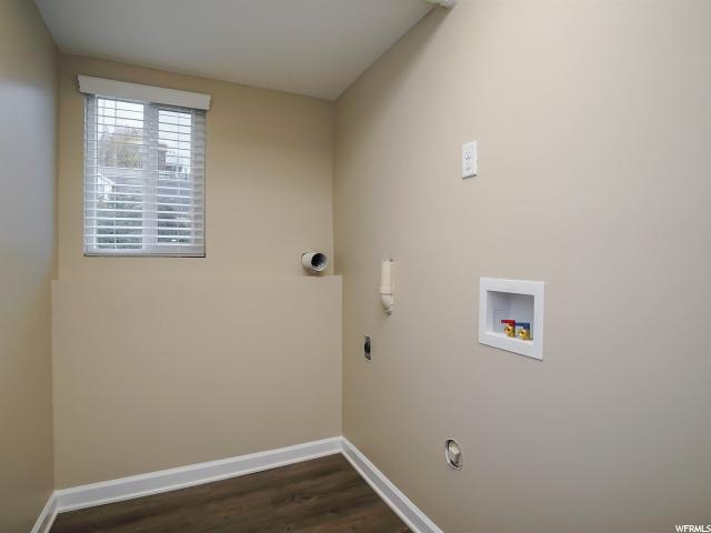 Additional photo for property listing at 5350 S HEW WOOD Drive 5350 S HEW WOOD Drive Taylorsville, Utah 84129 États-Unis
