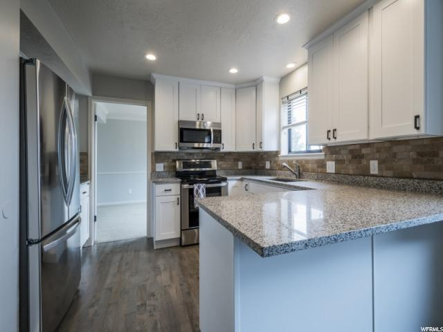 Unique la famille pour l Vente à 11584 S BROADVIEW WAY 11584 S BROADVIEW WAY Sandy, Utah 84092 États-Unis