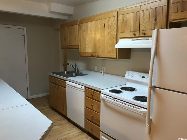 Additional photo for property listing at 2068 E 3335 S 2068 E 3335 S Salt Lake City, Utah 84109 United States
