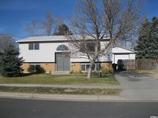 Single Family للـ Sale في 767 E JOHNSONWAY Drive 767 E JOHNSONWAY Drive Sandy, Utah 84094 United States