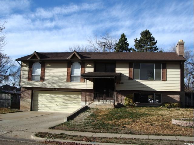 单亲家庭 为 销售 在 2239 E 1200 N 2239 E 1200 N Layton, 犹他州 84040 美国