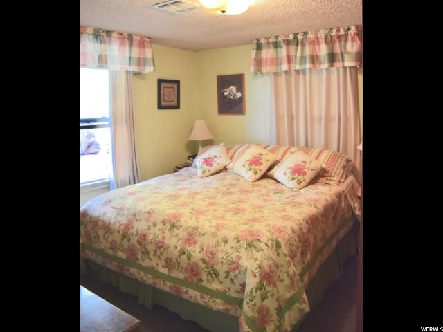 Additional photo for property listing at 571 E 400 S 571 E 400 S St. George, Utah 84770 États-Unis