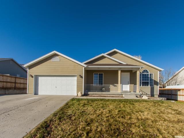 单亲家庭 为 销售 在 3346 S KATHERINE Drive 3346 S KATHERINE Drive Magna, 犹他州 84044 美国