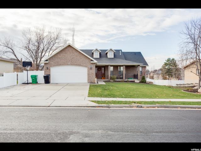 Unifamiliar por un Venta en 211 W CHASE Lane 211 W CHASE Lane Centerville, Utah 84014 Estados Unidos