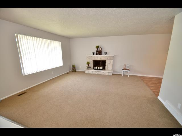Additional photo for property listing at 1011 E ROSEWOOD 1011 E ROSEWOOD Layton, Юта 84041 Соединенные Штаты