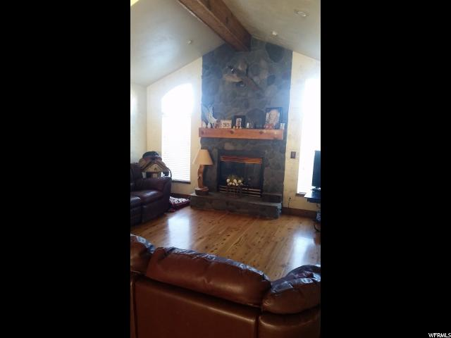 Additional photo for property listing at 3407 W 3600 S 3407 W 3600 S West Haven, Utah 84401 États-Unis