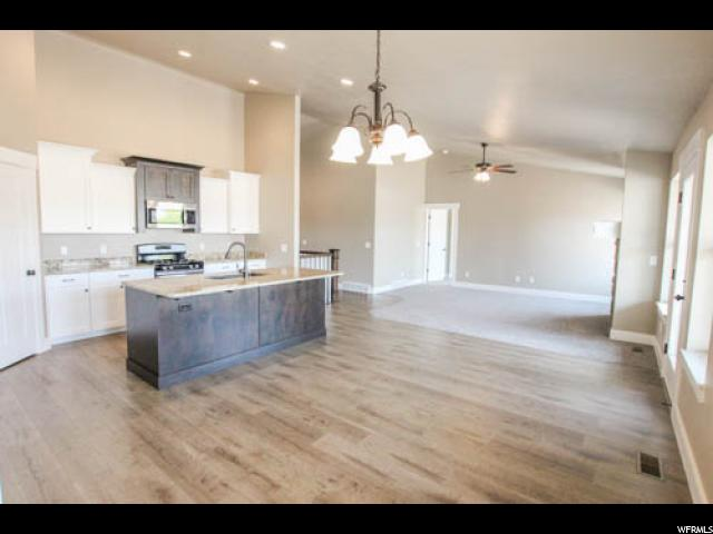 Additional photo for property listing at 2678 W 3375 N 2678 W 3375 N Farr West, 犹他州 84404 美国