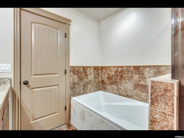 Additional photo for property listing at 37 S 3600 W 37 S 3600 W Layton, Utah 84041 Estados Unidos