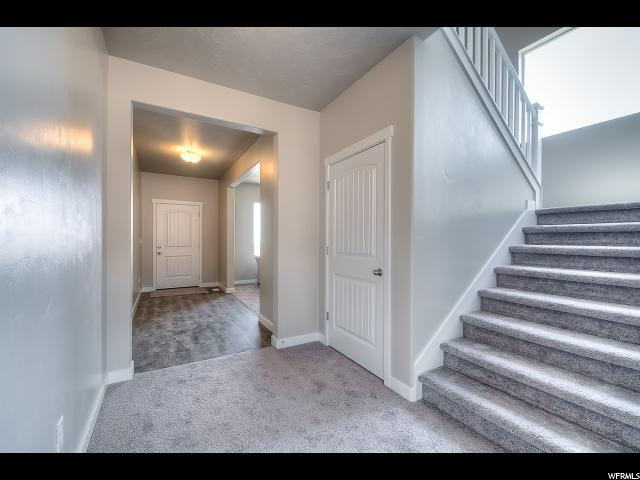 Additional photo for property listing at 8610 N IRON HORSE Drive 8610 N IRON HORSE Drive Unit: 402 Lake Point, Юта 84074 Соединенные Штаты