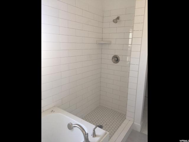 Additional photo for property listing at 127 S 3300 W 127 S 3300 W Unit: 125 Layton, Utah 84041 États-Unis
