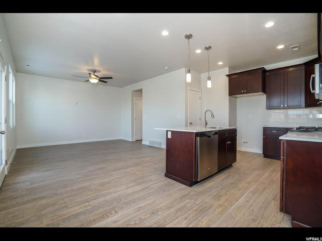 Additional photo for property listing at 1587 E PRIMROSE Lane 1587 E PRIMROSE Lane Unit: 242 Layton, Utah 84040 United States