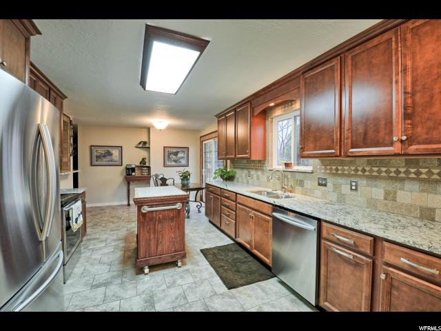 Additional photo for property listing at 1536 CHERRY CIRCLE 1536 CHERRY CIRCLE Layton, Юта 84040 Соединенные Штаты