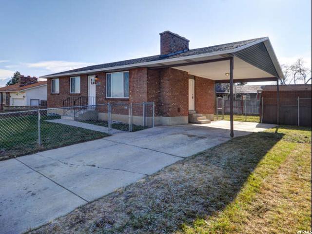 单亲家庭 为 销售 在 5027 W SILVERTIP Drive 5027 W SILVERTIP Drive Kearns, 犹他州 84118 美国