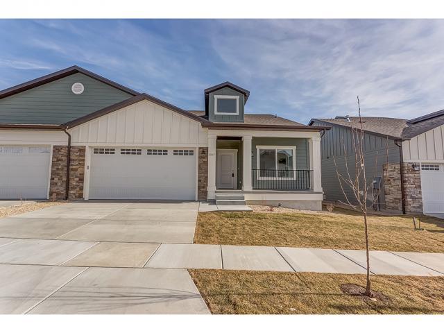 Condominio por un Venta en 10117 S GLENMOOR Drive 10117 S GLENMOOR Drive Unit: 2 South Jordan, Utah 84095 Estados Unidos