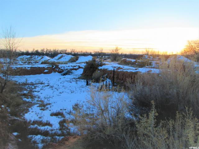 Terrain pour l Vente à 154 S 9500 E 154 S 9500 E Gusher, Utah 84026 États-Unis