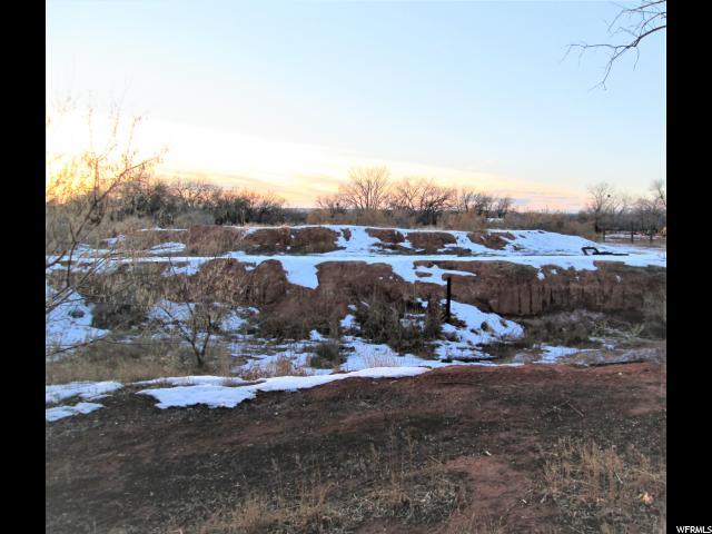 Terrain pour l Vente à 132 S 9500 E 132 S 9500 E Gusher, Utah 84026 États-Unis