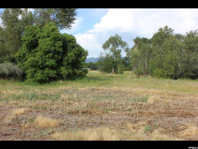 Terrain pour l Vente à 300 E 3900 S 300 E 3900 S Millville, Utah 84326 États-Unis