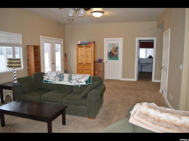 1527 N MOUNTAIN RD North Ogden, UT 84404 - MLS #: 1500595