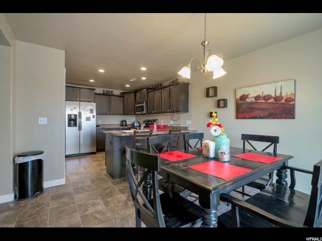 Casa unifamiliar adosada (Townhouse) por un Venta en 814 S FOX TRAIL Lane 814 S FOX TRAIL Lane Orem, Utah 84058 Estados Unidos
