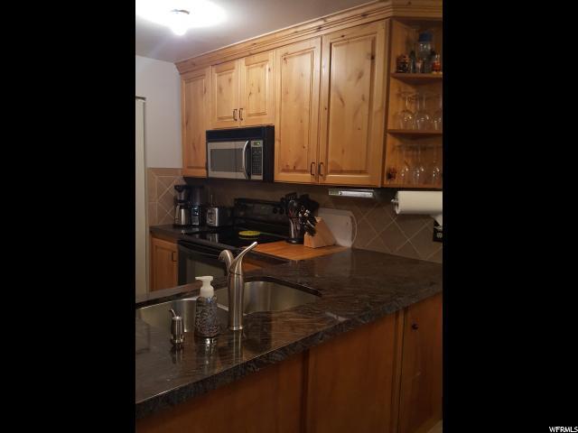 Maison accolée pour l Vente à 2317 W 4150 S 2317 W 4150 S Taylorsville, Utah 84129 États-Unis