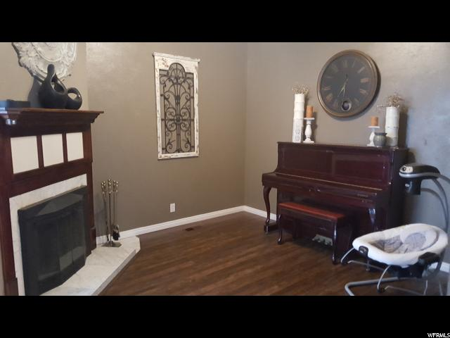 Additional photo for property listing at 2317 W 4150 S 2317 W 4150 S Taylorsville, Utah 84129 États-Unis