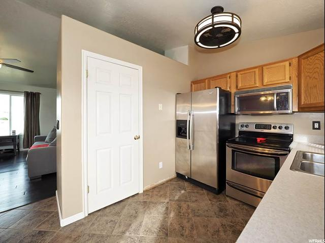 Additional photo for property listing at 5286 S 4200 W 5286 S 4200 W Roy, Utah 84067 Estados Unidos