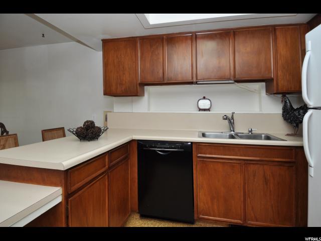 851 N BROOKSHIRE DR Kaysville, UT 84037 - MLS #: 1504519